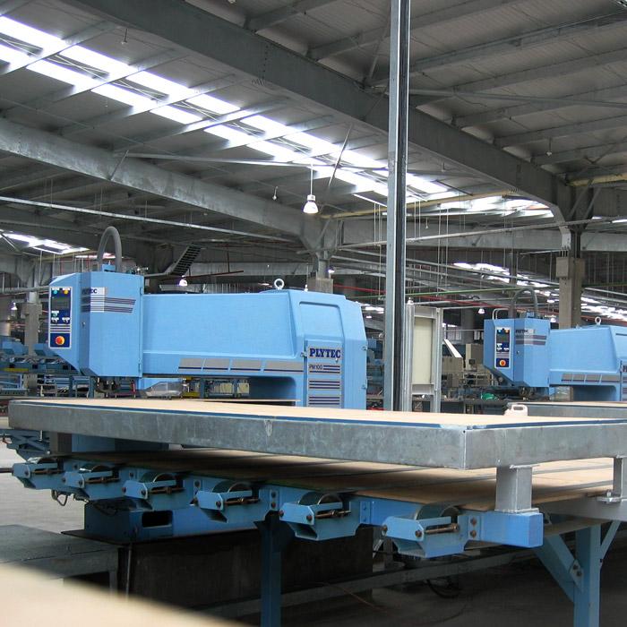 Plytec Parchadoras manuales y robotizadas para Chapas de Terciado (plywood)
